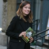 "Olivia Wilde ist Fan des Buchs ""Everything Is Perfect When You're A Liar"" von Kelly Oxford."