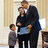 """US-Präsident Barack Obama wünscht auf seiner Facebookseite einen fröhlichen Buchliebhabertag und liest aus seinem Kinderbuch """"Of Thee I Sing"""" vor."""