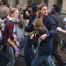 """Mireille Enos und Brad Pitt im Zombiethriller """"World War Z"""""""