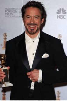 Ein ganzer Kerl, dank Armani: Robert Downey Jr. ließ sich bei den Golden Globes in einem mitternachtsblauen Two-Button-Smoking f