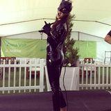 Schwarzer, hautenger Latexanzug und sexy Pose: Welche sexy Sportlerin macht hier auf Catwoman?