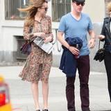 """Benedict Cumberbatch trifft sich mit Schauspielerin Dakota Johnson (""""Fifty Shades of Grey"""") zum Essen und versucht mit allen Mitteln, den Paparazzi zu entkommen."""
