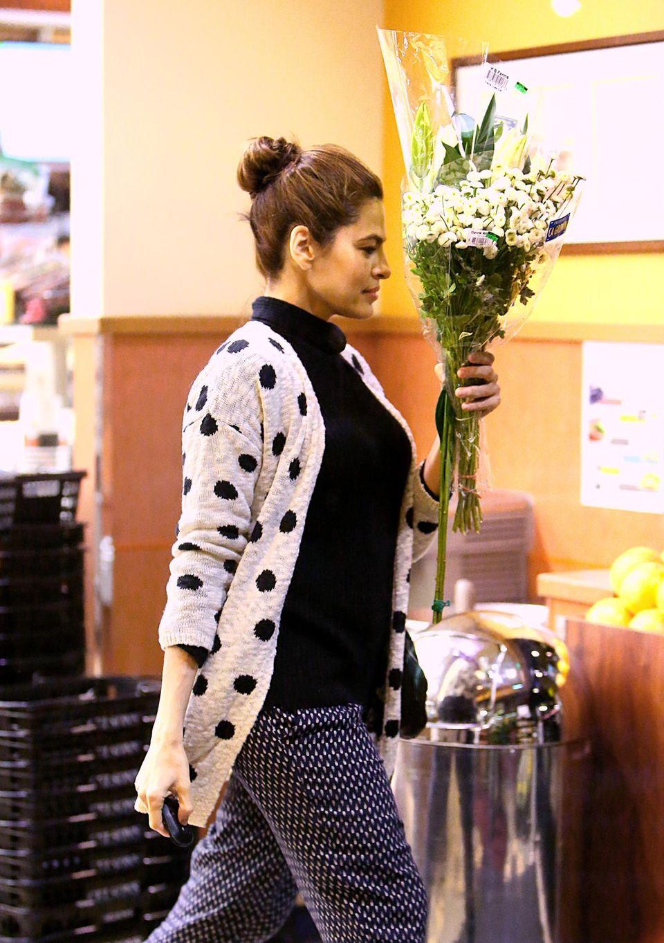 """Es ist Eva Mendes, die bei """"Gelson's"""" in Los Angeles einkauft."""