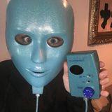 Was ist das? Welche Skandalnudel versteckt sich hier hinter diesen blauen Maske?