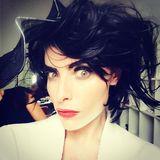 Mit schwarzen Haare und Augenbrauen ist die deutsche Schauspielerin kaum wiederzuerkennen, um wen handelt es sich?