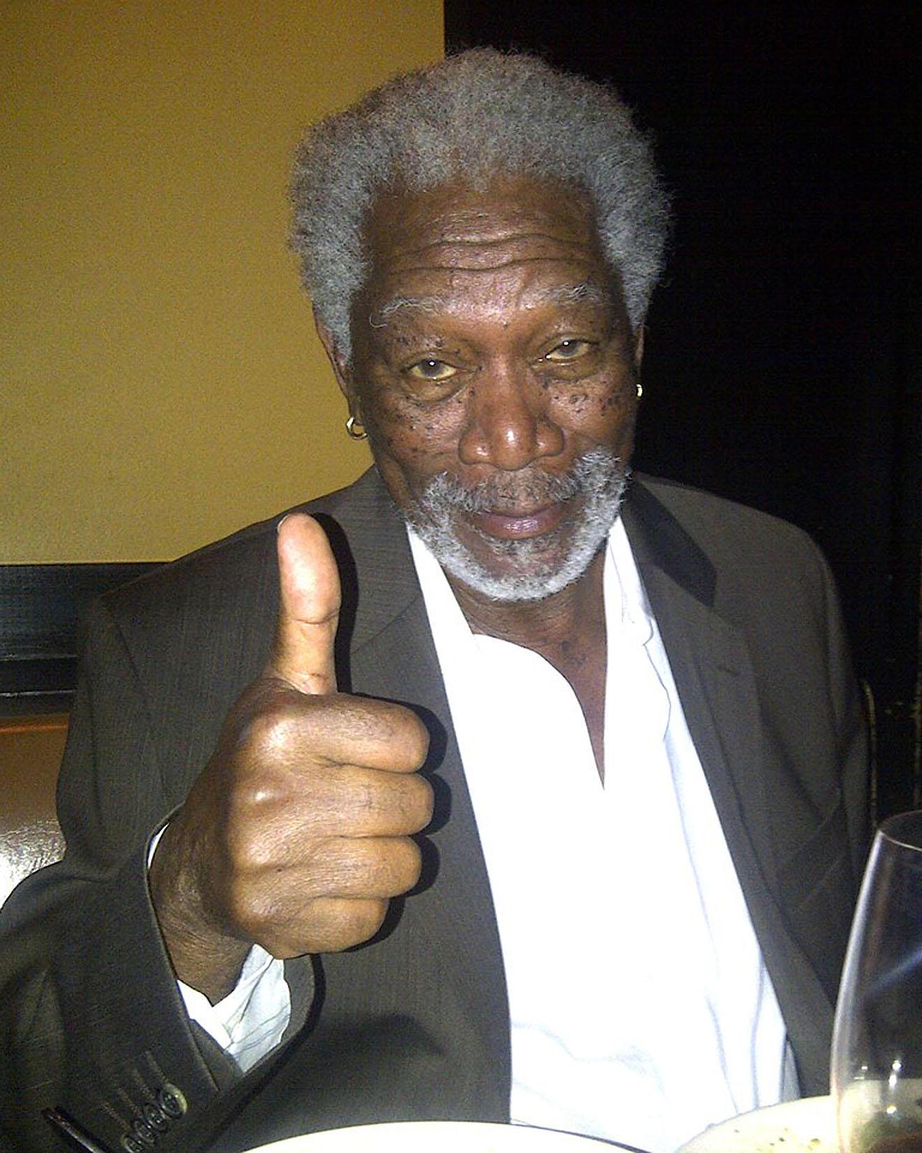 Nach dem Interview ist Morgan Freeman immer noch müde, aber gut drauf.