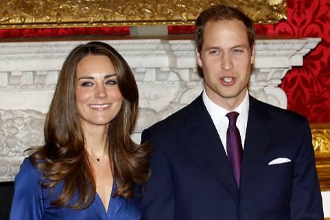 Die Fotografen stürzen sich auf Prinz William und Kate Middleton, die im St. James's Palace in London für ein offizielles Fotosh