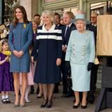 """1. März 2012: Zwei Herzoginnen und eine Königin: Catherine, Camilla und Queen Elizabeth besuchen in London das Edel-Kaufhaus """"Fo"""