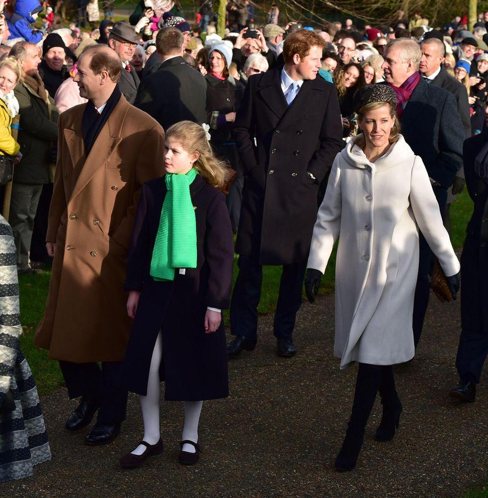 25. Dezember 2014  Auch Prinz Edward und seine Tochter Louise und seine Frau Sophie kommen zum Gottesdienst.
