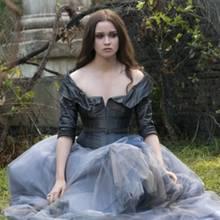 Ein Traum aus Tüll und Seide: das Ballkleid von Hauptfigur Lena ist das geschneiderte Highlight des Films. Der Satinstoff und die raffinierten Säume verleihen der Robe ihre anmutige Eleganz.