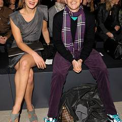 Jessica Schwarz und Jan Delay haben viel Spaß bei der Modenschau von Boss Black.