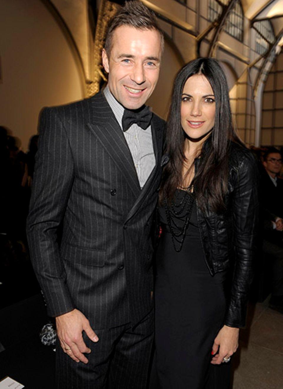 Kai Pflaume und Bettina Zimmermann sind passend zur Veranstaltung in Boss Black gekleidet.