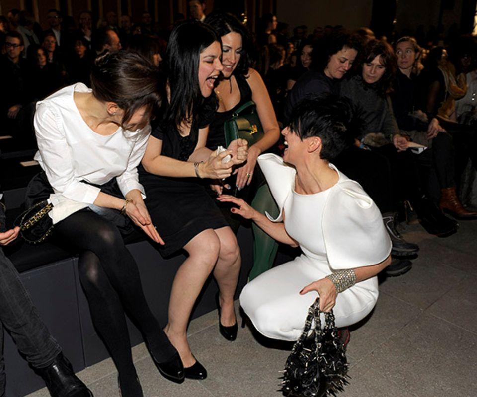 Mode kann so viel Spaß bringen: Nicolette Krebitz, Jasmin Tabatabai, Minu Barati-Fischer und Nena.