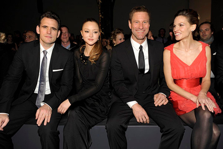 Hollywood in Berlin: Matt Dillon, Devon Aoki, Aaron Eckhart und Hilary Swank machen aus der ersten Reihe eine Hollywood-Party.