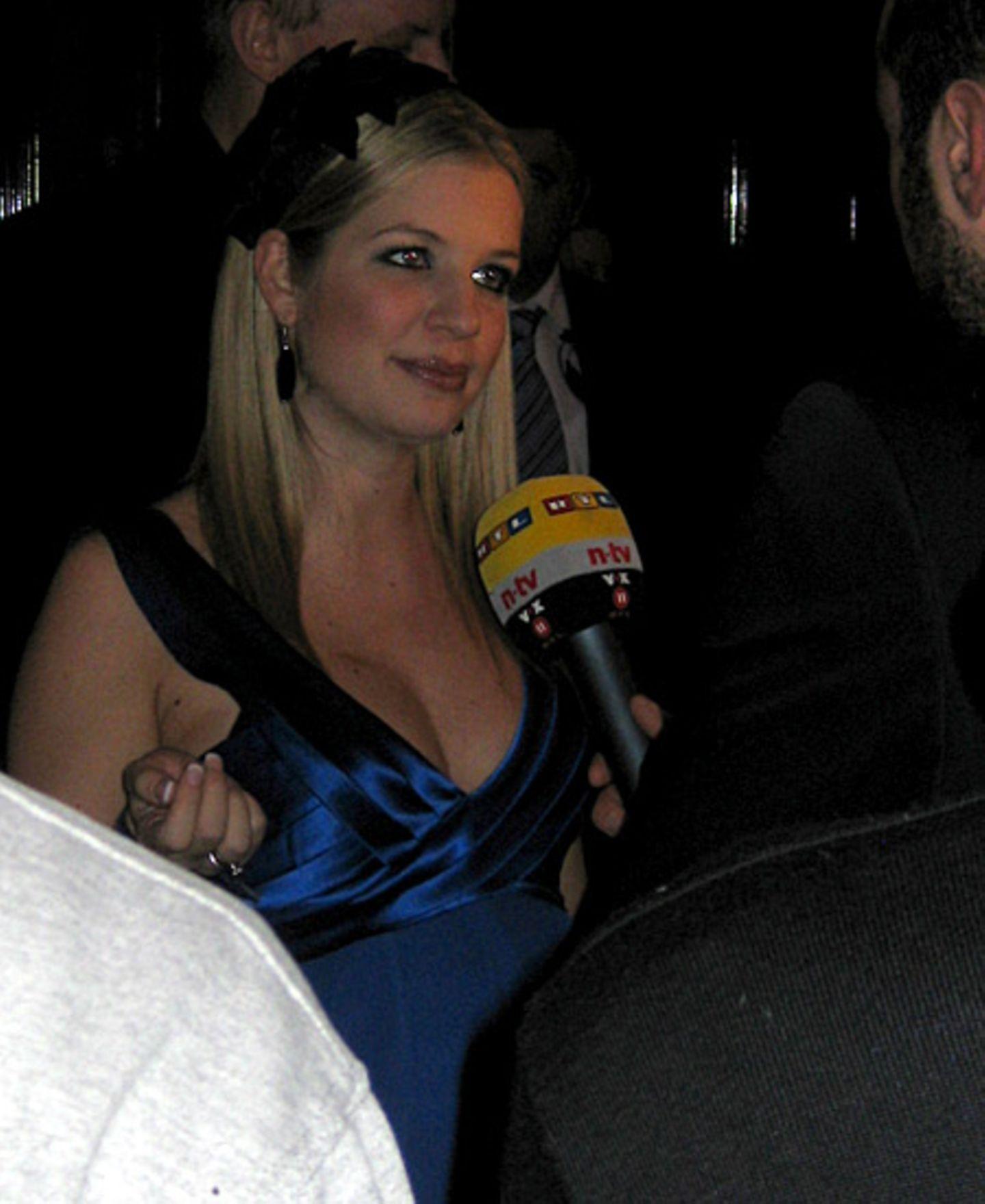 Susan Sideropoulous nimmt sich trotz Babybauchkugel Zeit für die Journalisten.