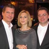 Gala-Verlagsleiter Nils Oberschelp genießt den Abend mit Studio-Hamburg-Geschäftsführer Goetz Hoefer und dessen Frau Alexandra.
