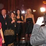 """Regina Halmich lässt auf der """"Movie Meets Media""""-Party das Blitzlichtgewitter ruhig über sich ergehen."""