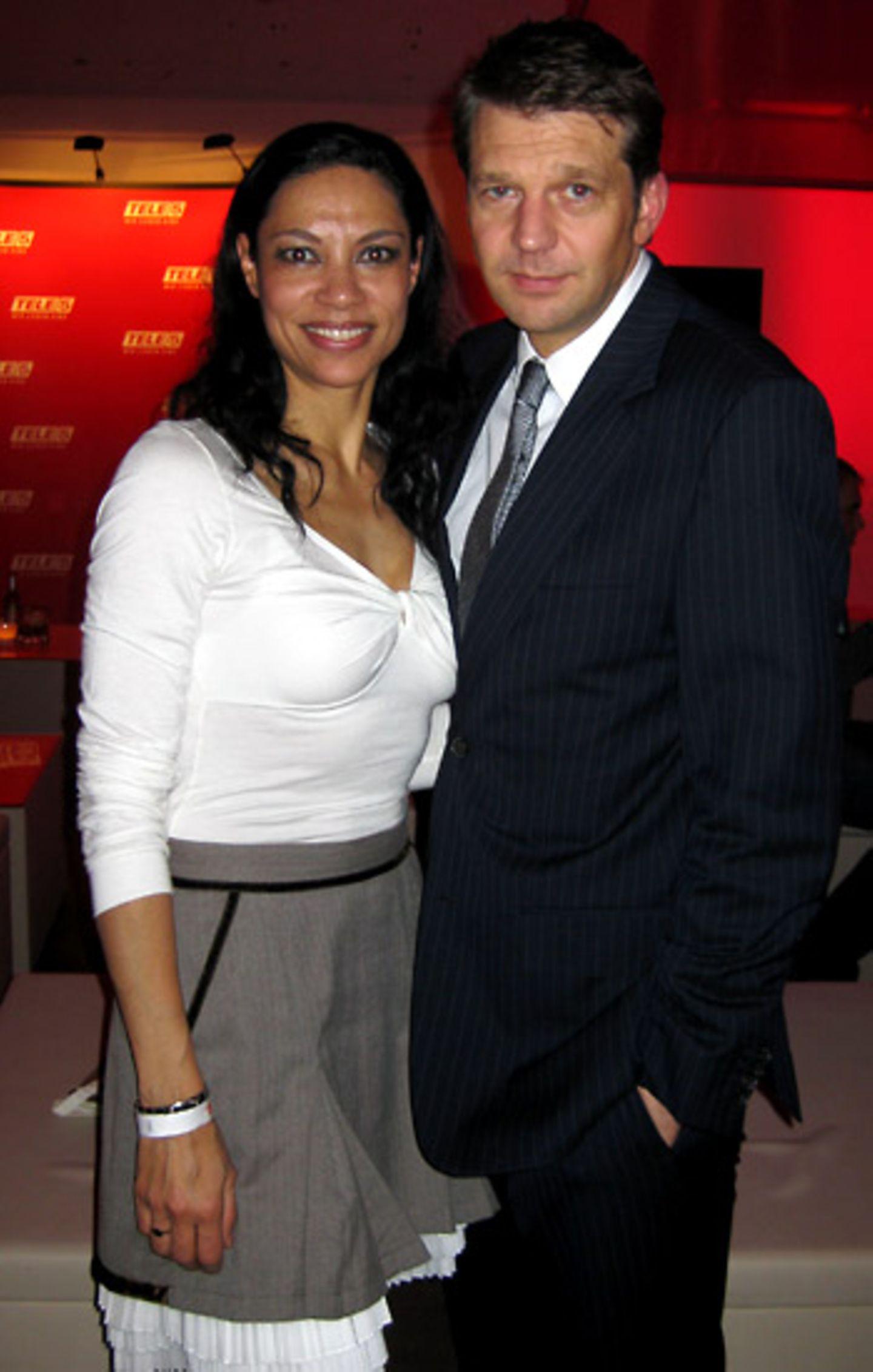 Chantal de Freitas führt ihr tolles Outfit von Lolita und Ehemann Kai Wiesinger aus.
