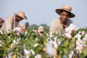 12 Jahre lang schuftet Solomon Northup auf Baumwollplantagen in Louisiana.