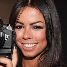 Sängerin Fernanda Brandão hat im Olympus Corner schon ihr neues Lieblingsspielzeug gefunden.