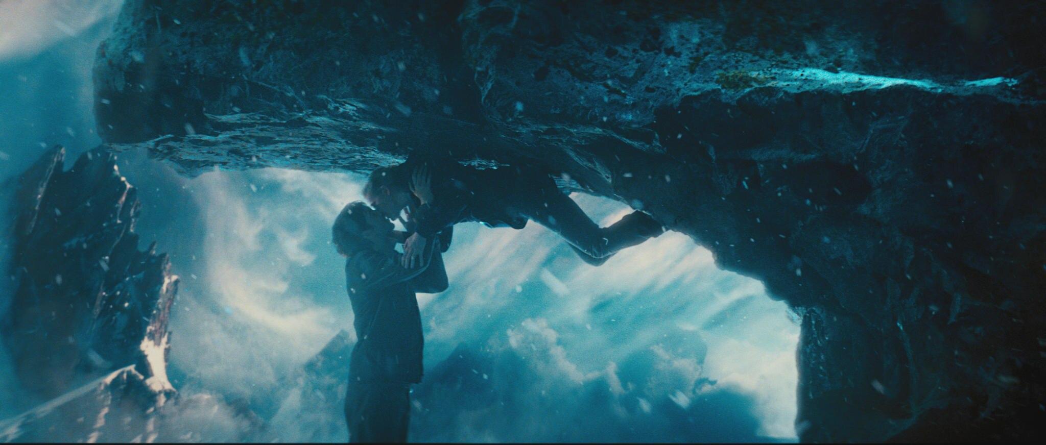 """""""Adam"""" (Jim Sturgess) und """"Eden"""" (Kirsten Dunst) leben in unterschiedlichen Welten und dürfen eigentlich keinen Kotnakt zueinander haben. Trotzdem verlieben sich die beiden ineinander."""