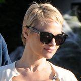 Radikal, aber genial: Mit dem jungenhaften Pixiecut macht sich Pamela Anderson schlagartig um Jahre jünger und legt gleichzeitig ihr altes Image ab.
