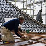 Es soll ja nicht hereinregnen: Auch das Dach wird neu geziegelt.