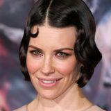 """Mit tollem, glänzendem Bob im 20er-Jahre-Look zeigt sich Evangeline Lilly bei der Hollywood-Premiere vom dritten """"Hobbit""""-Film."""