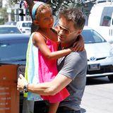 14. August 2013  Bald kommt das Geschwisterchen für Nahla, noch aber ist Olivier Martinez alleine mit ihr unterwegs. Die beiden sind auf dem Weg in ein Restaurant in Los Angeles.
