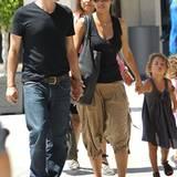 """11. August 2012: Unterwegs in Los Angeles: Halle Berry und Olivier Martinez machen gemeinsam mit Nahla einen Ausflug ins """"Mark T"""