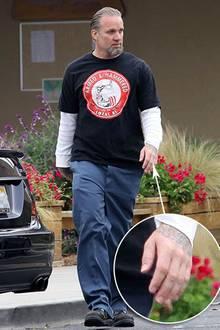 27. April 2010: Zum ersten Mal sieht man Jesse James ohne Ehering das Haus verlassen.