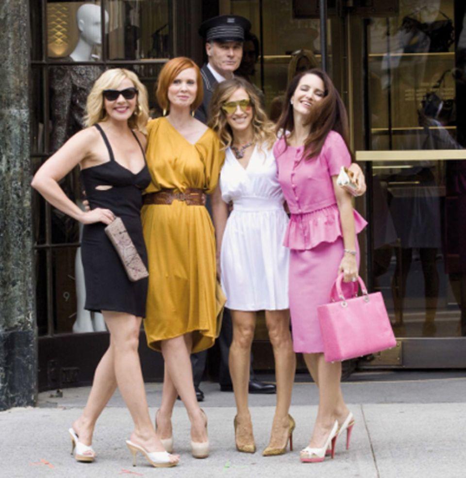 Der Kult geht weiter: Sarah Jessica Parker zusammen mit Kim Cattrall, Cynthia Nixon und Davis beim Wiedertreffen am Set von »Sex
