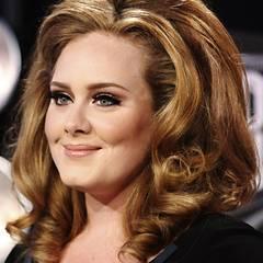 Sängerin Adele unterstreicht ihr 60er-Jahre-Make-up gerne mit entsprechend toupierten Haar.