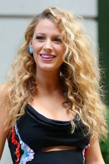 Blake Livelys blonde, lange Mähne wird mit Locken und ordentlich Volumen ein noch schönerer Hingucker, als sie sowieso schon ist.
