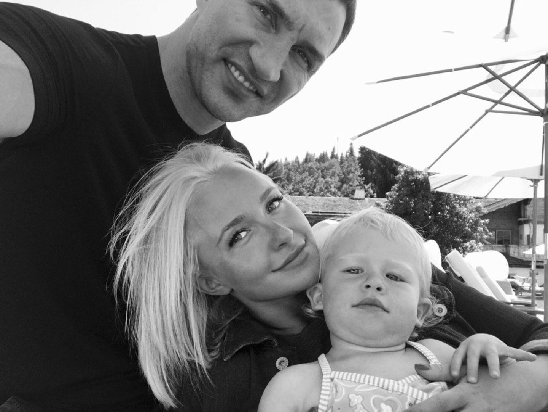 7. Juli 2016   Hayden Panettiere und Wladimir Klitschko strahlen vor Dankbarkeit über ihre kleine Familie. Kaya zaubert den beiden ein Dauerlächeln ins Gesicht.