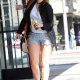 Mit einer fransigen knappen Jeans-Shorts und wieder ein paar Kilo mehr auf den Rippen, sieht man Mischa Barton in West Hollywood.