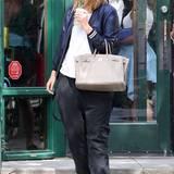 Sportlich geht anders: Wenn Mischa Barton mal wieder etwas mehr Kilos auf die Waage bringt, versteckt sie diese gerne unter Schlabber-Outfits.