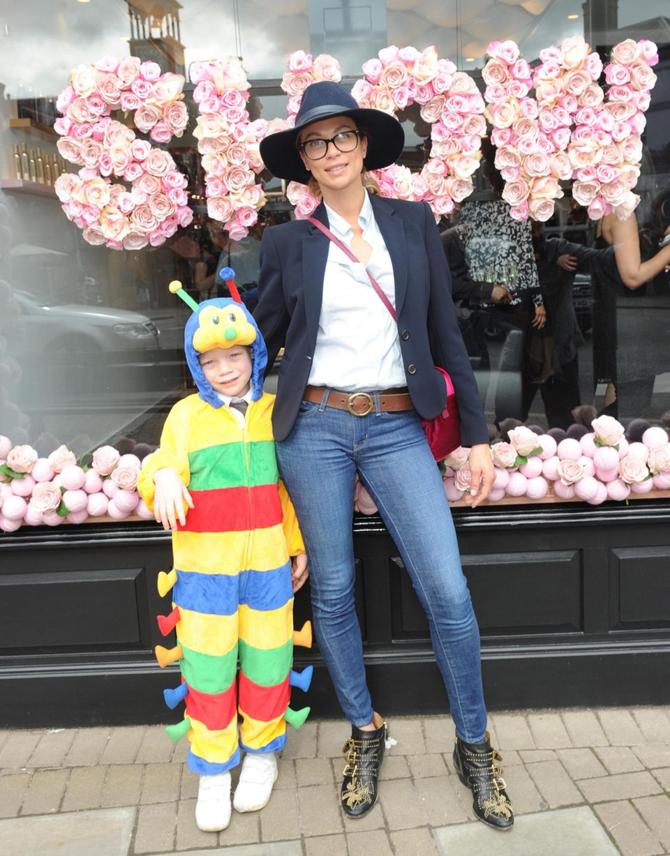 22. Juni 2016  Lily Becker geht mit ihrem Sohn Amadeus zu Tamara Ecclestones Show Salon Launch in London. Der Kleine ist ein wahrer Hingucker.