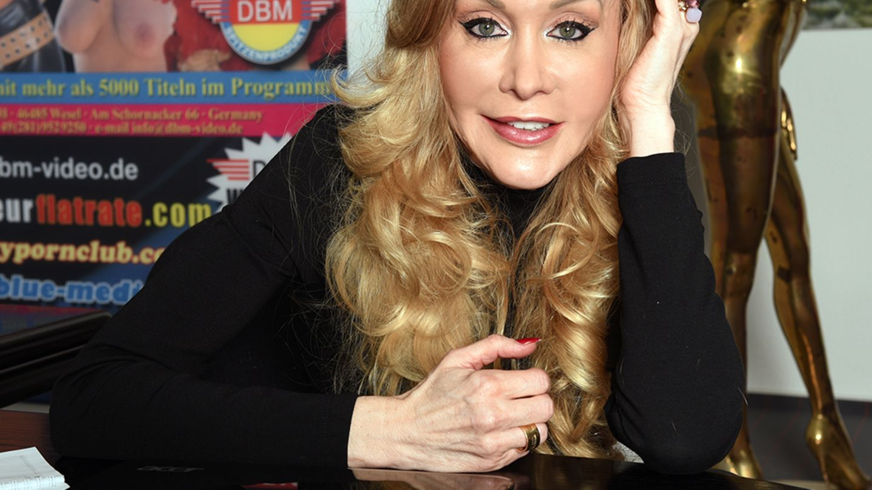 Dolly Buster - Starporträt, News, Bilder | GALA.de