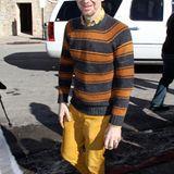 """Gala Men: """"True Blood""""-Star Denis O'Hare traut sich mit senfgelber Hose und gestreiftem Pulli farblich mal etwas. Gut so!"""
