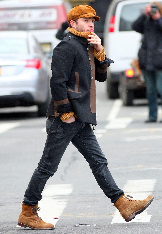 """Fast hätte man den """"Gossip Girl""""-Darsteller ohne Anzug und gemusterte Krawatte nicht erkannt. Doch auch in Military-Jacke und mit Ballonmütze kann sich Ed Westwick alias Chuck Bass an der Upper East Side sehen lassen."""