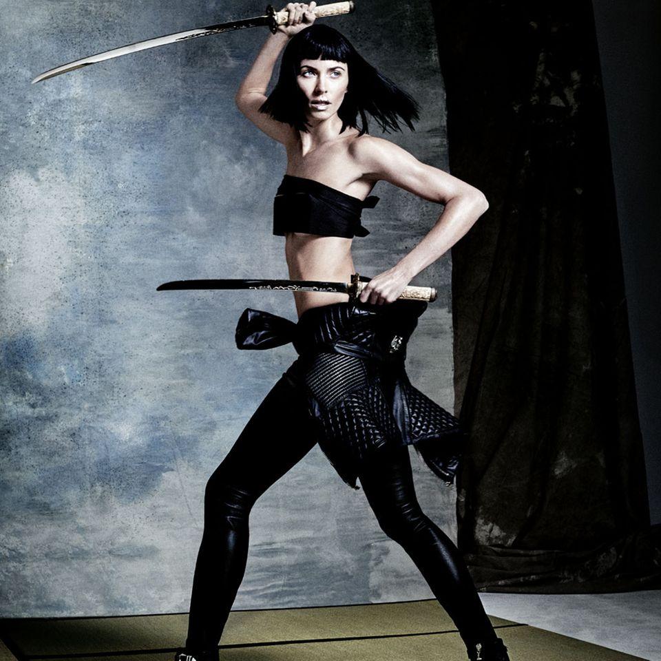 Schwarz statt blond, hart statt zart: Im großen GALA-Shooting zeig sich Lena von einer bisher unbekannten Seite - als sexy Amazone.