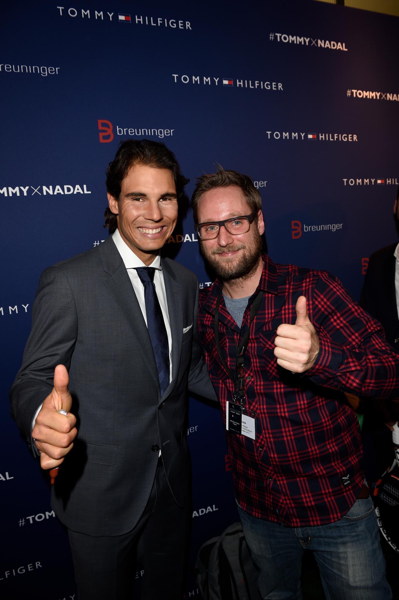 Tennis-Champion Rafael Nadal und Gala-Redakteur Tim hatten beim Blitzinterview sichtlich Spaß.