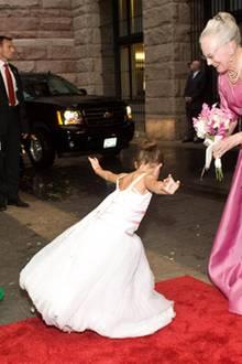 9. Juni 2011: Königin Margrethe von Dänemark bekommt beim Staatsbesuch in den USA einen Blumenstrauß von der kleinen Tochter des