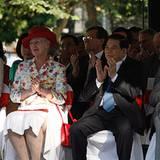 3. November: Einen Heidenspaß haben Prinzessin Mary, Königin Margrethe, und Kronprinz Frederik zusammen mit dem vietnamesischen