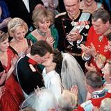 18. November 1995: Ausgelassene Stimmung herrscht bei der Hochzeit von Margrethes jüngerem Sohn Joachim mit seiner ersten Frau A