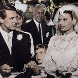In verführerischer Spitze läuft Sophia Loren mit Cary Grant in den Hafen der Ehe ein