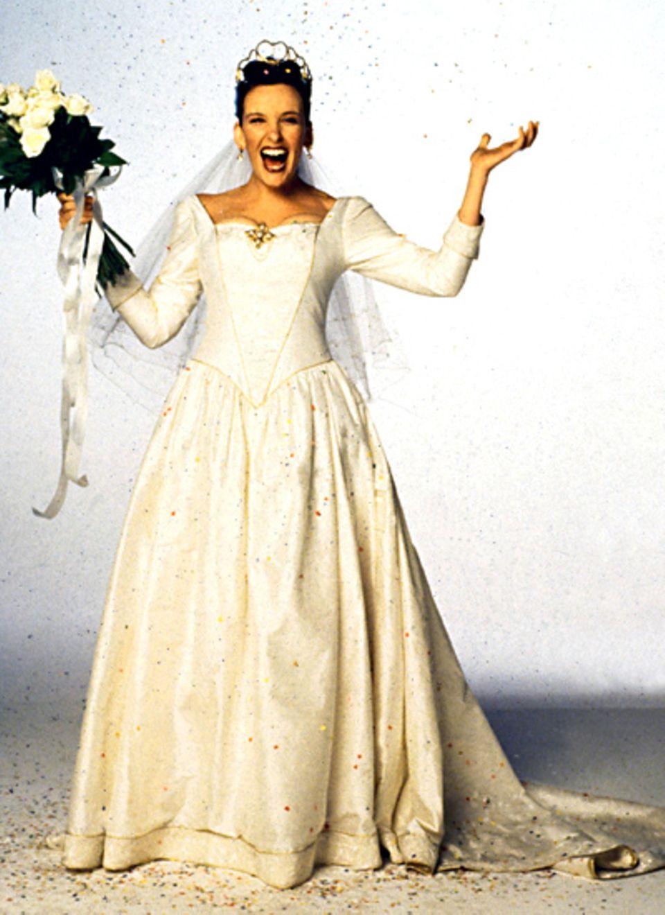 """Toni Collettes Kleid in """"Muriels Hochzeit"""" (1994) hat königliche Anklänge."""
