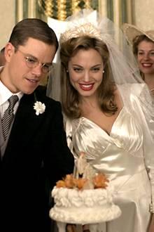 """Hochzeitsmode Ende der 30er Jahre: In """"Der gute Hirte"""" (2006) ist Angelinas Jolie Brustpartie muschelähnlich abgenäht."""