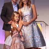 Honor Marie und ihre kleine Schwester Haven Garner mögen Kleider. Hier sehen wir die Glanz-und-Gloria-Variante, mit Mama Jessica Alba und Papa Cash Warren